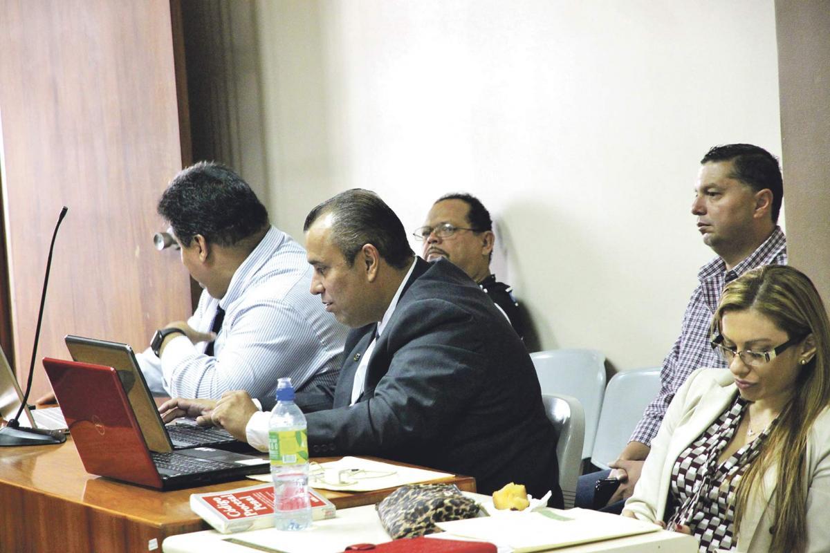 Diario extra acusan alcalde por cobrar mordida for Grupo alca