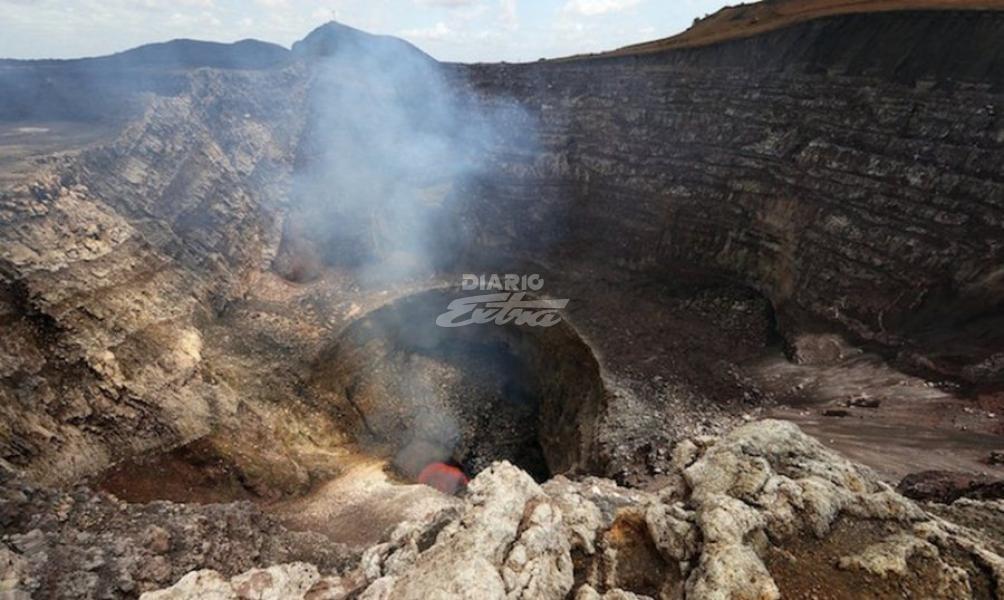 Vulcanólogos sobreviven a caída en volcán activo