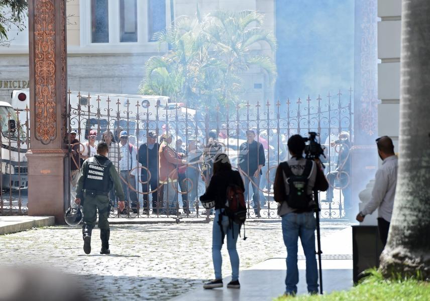 Maduro sabe quiénes son los que hirieron a diputados porque él los envió — Ramos Allup