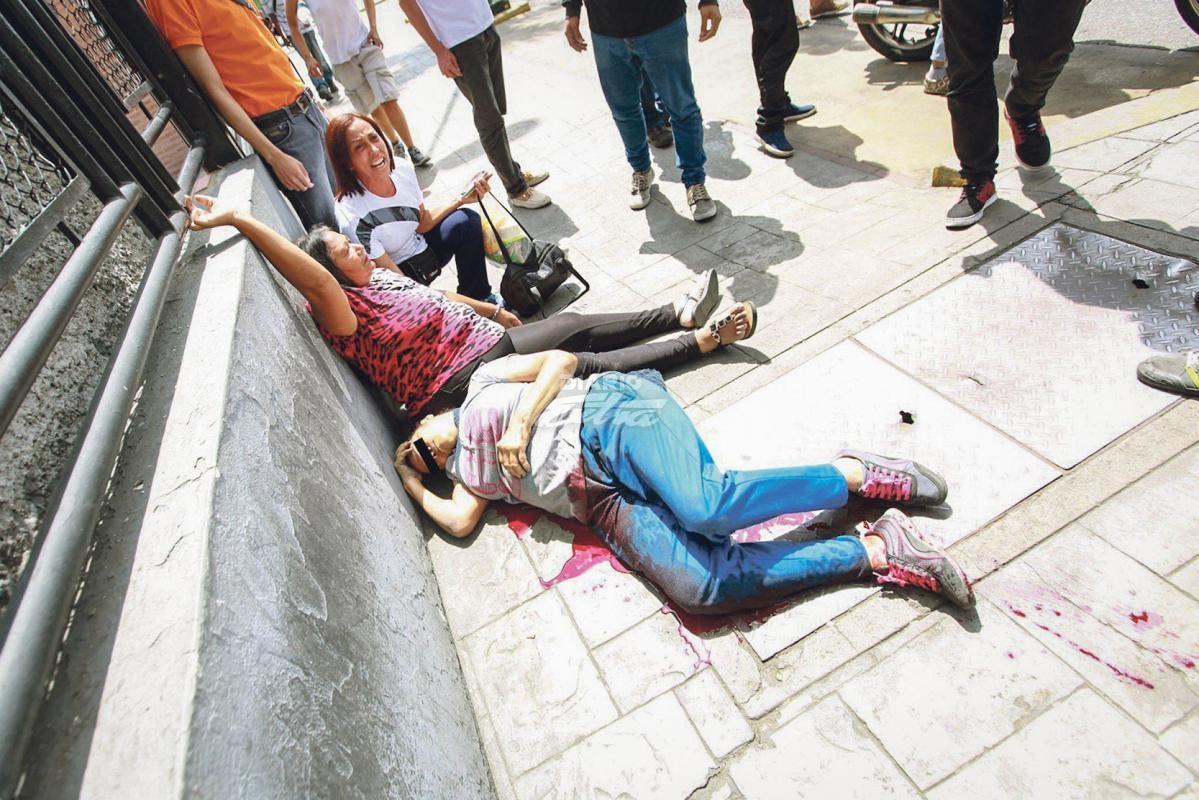 Consulta de la oposición en distintos puntos de Caracas — En fotos