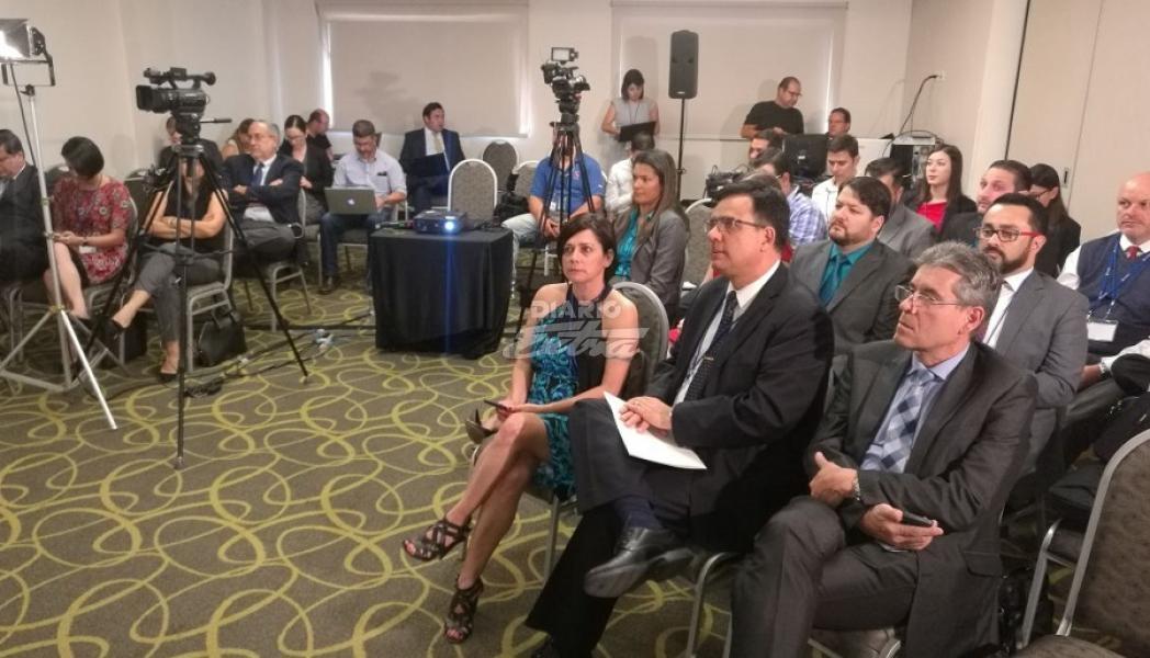 Filial de mexicana América Móvil en Costa Rica gana dos concesiones