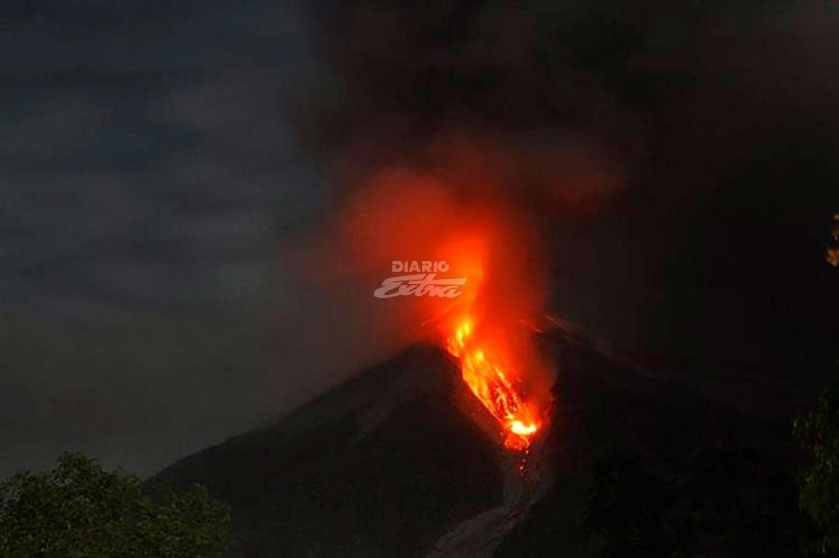 Entra en erupción volcán de Guatemala