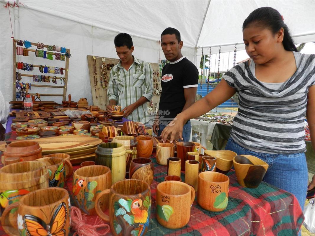 Diario extra feria de muebles y artesan as for Feria de muebles