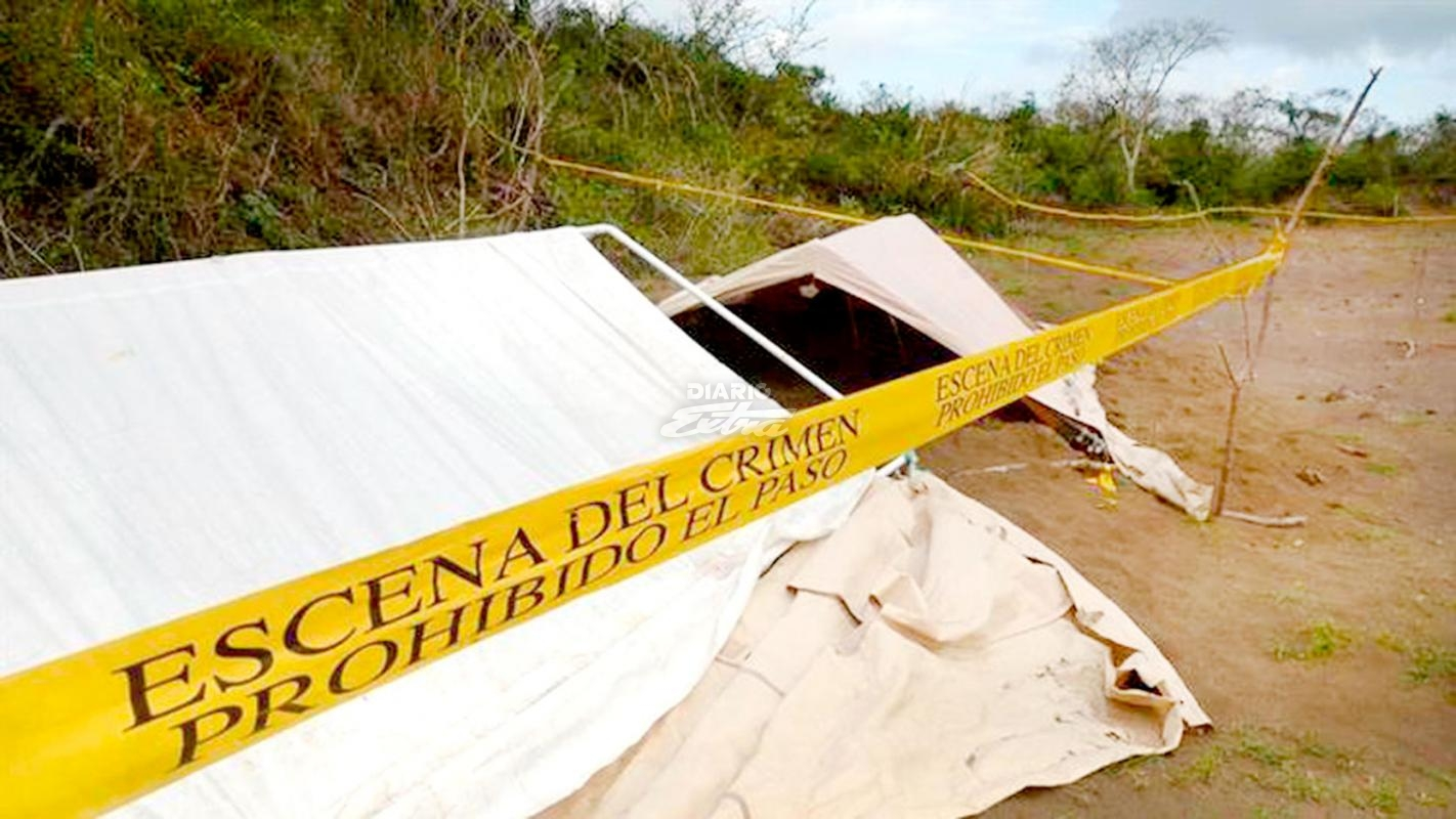 Dejan 4 cabezas sobre cofre de auto en Veracruz