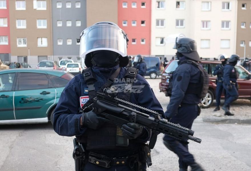 Presunto miembro de Daesh toma rehenes en el sur de Francia