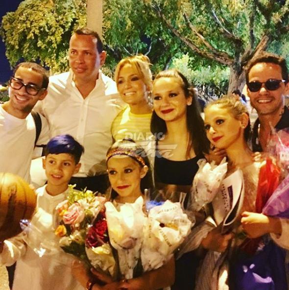 Alex Rodríguez casi rompe en llanto tras recibir regalo de padres