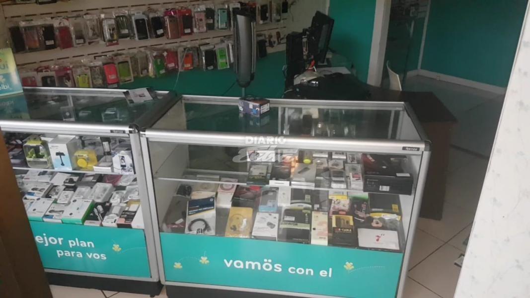 Diario extra con pistola en mano asalta tienda telef nica en san carlos - Almacenes san carlos ...