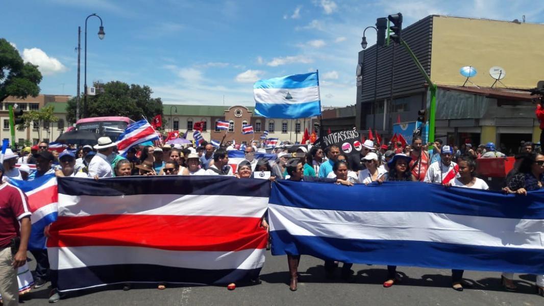 Cientos marchan en Costa Rica en solidaridad con los inmigrantes