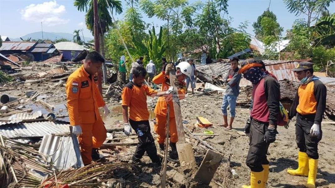 Indonesia continúa con esfuerzos de socorro tras terremoto y tsunami