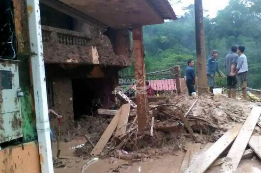 Deslizamiento deja 3 fallecidos, 4 desaparecidos y 8 heridos en Ecuador