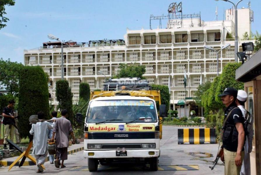 Atacan hotel de lujo en Pakistán