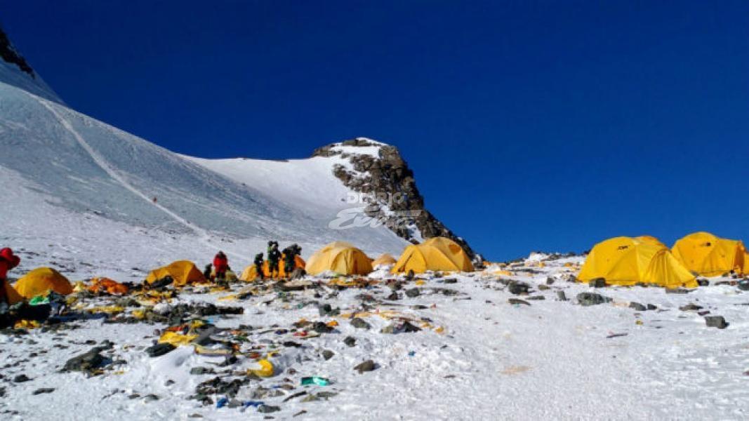 Tráfico en el Everest (literalmente) provoca la muerte de dos montañistas
