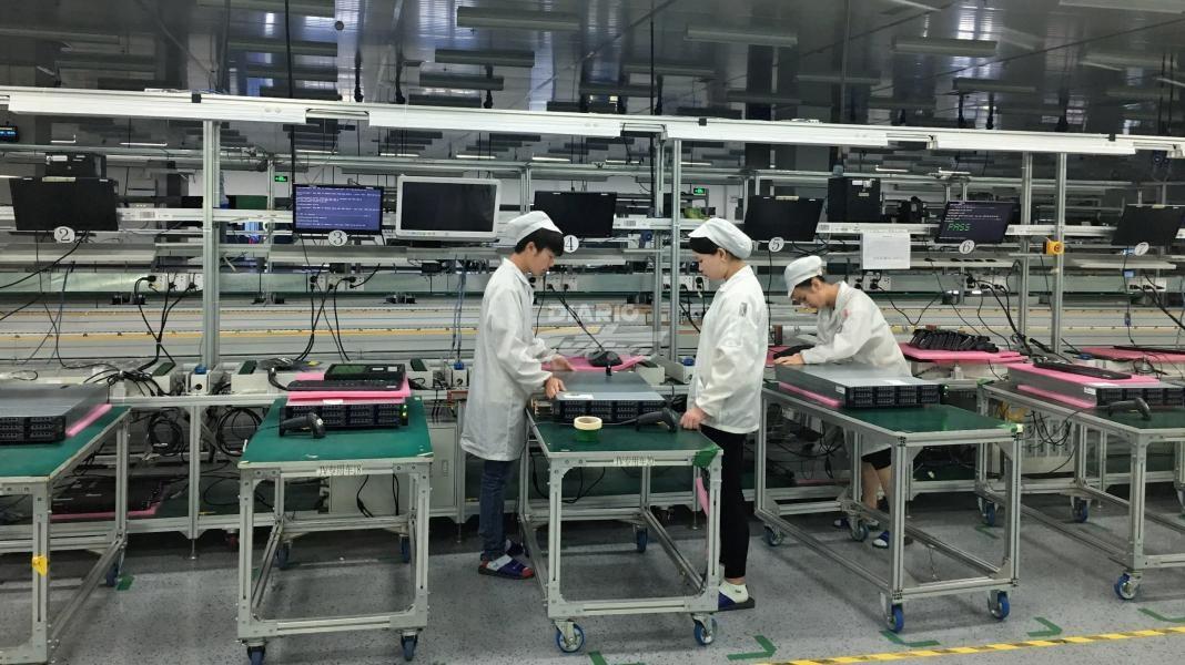 Explotan estudiantes para fabricar productos Apple