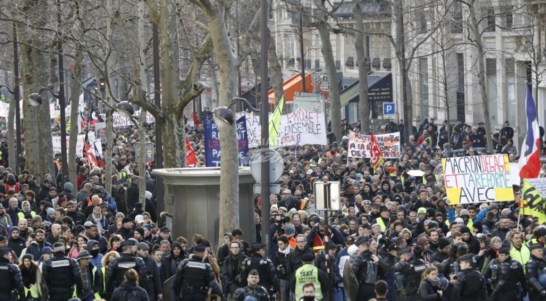 Francia propondrá medidas ante huelgas por pensiones