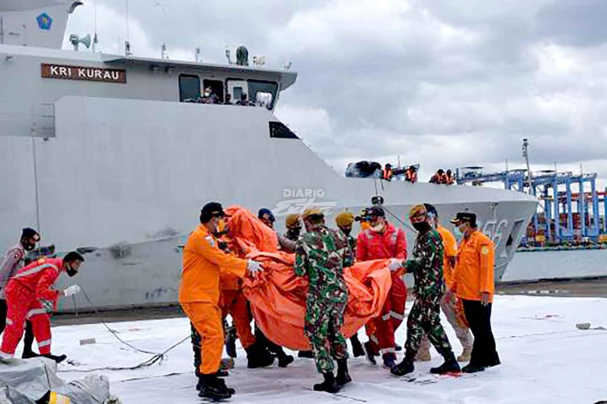Encontraron las cajas negras del avión que se cayó en Indonesia